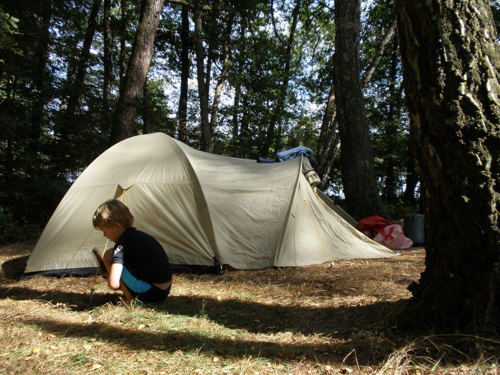 Zelten mit Kindern im Wald