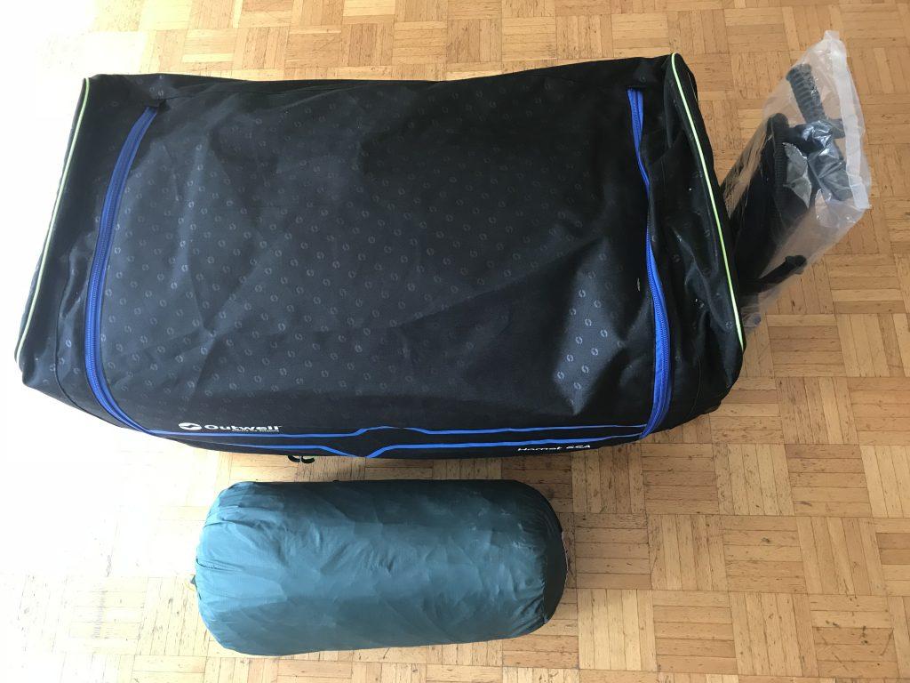 Packvolumen zweier Familienzelte ein 6 Personen Luftzelt und ein 3 Personen Stangenzelt