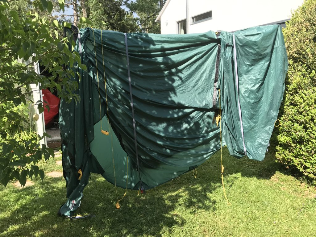 Polyesterzelt beim Trocknen