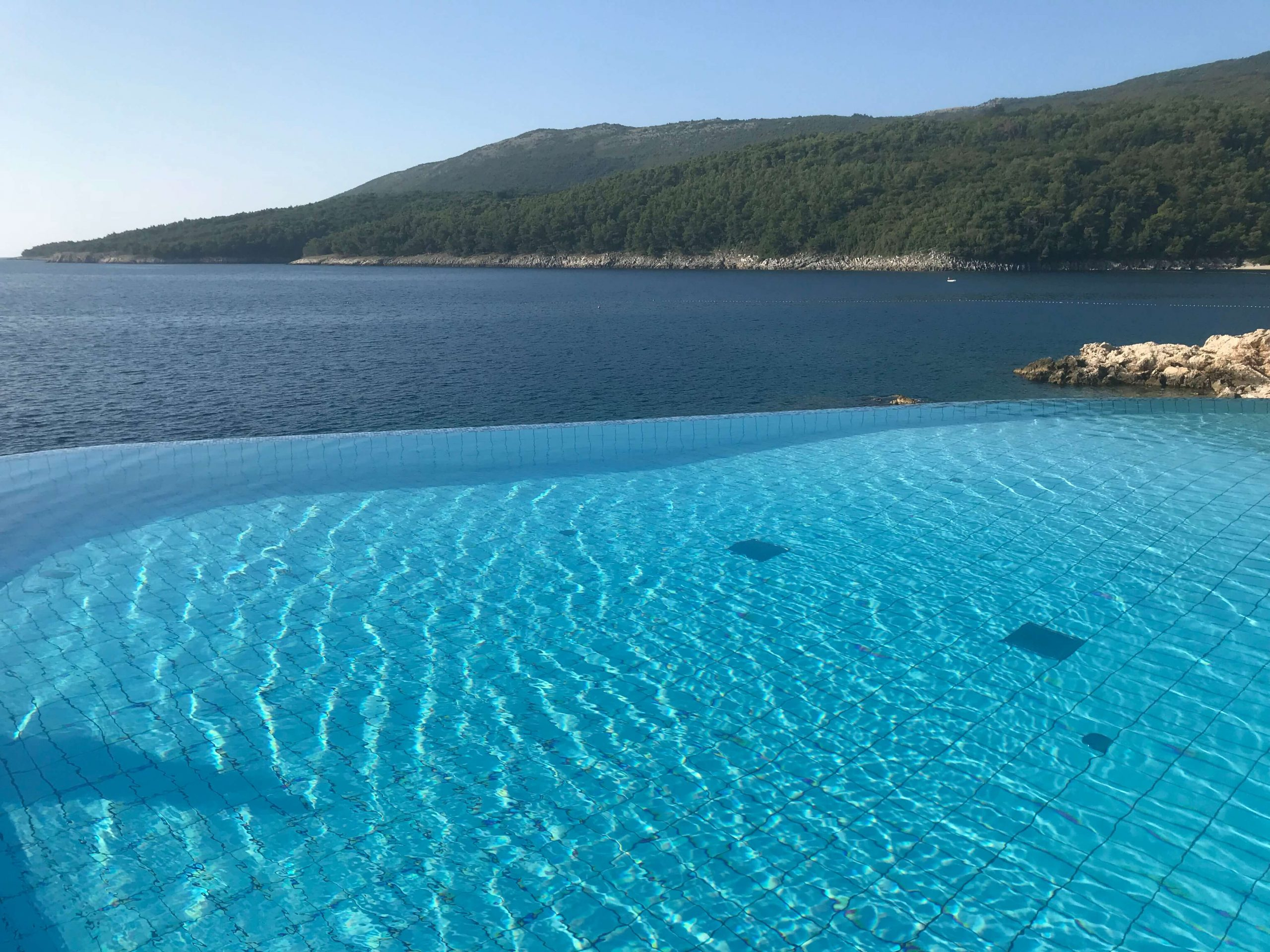 Infinity-Pool mit Meerblick | © Ivonne Wolter