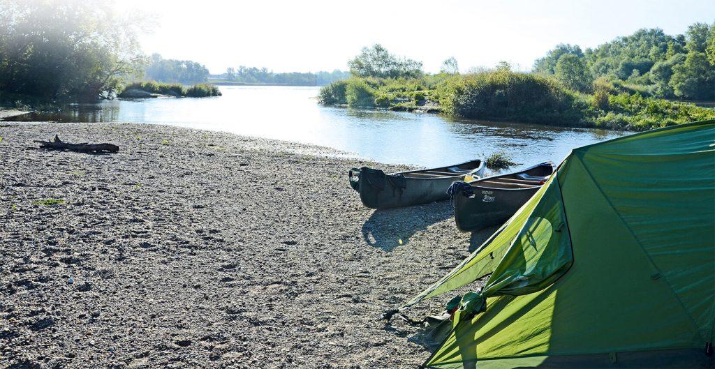 Buch Trekkingträume für Famiien: Zelt am Fluss