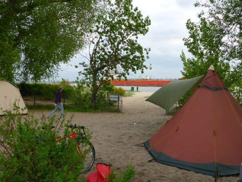 Zelten auf dem ElbeCamp | © Alexandra Oelting