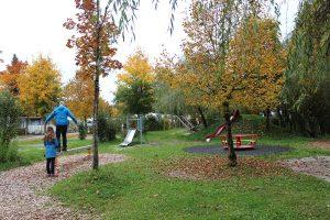 Zelten im Herbst - Spielplatz auf dem Campingplatz