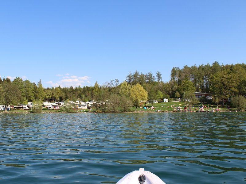 Campingplatz vom See aus